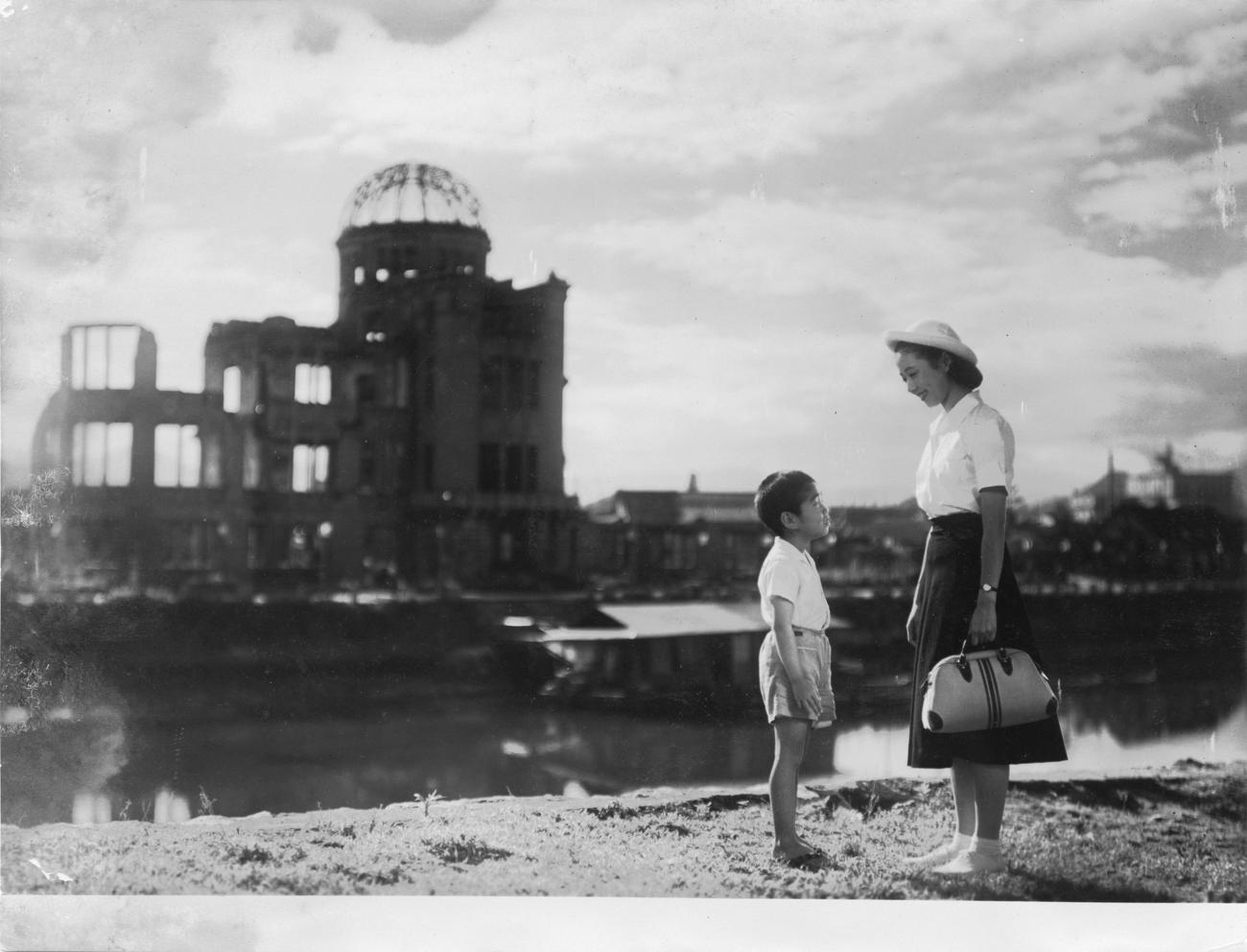 Fotograma de la película: Children of Hiroshima, 1952