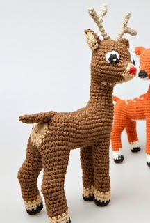 http://translate.google.es/translate?hl=es&sl=auto&tl=es&u=http%3A%2F%2Fstuffthebody.com%2Frudolph-the-red-nosed-reindeer-free-amigurumi-pattern-modification%2F