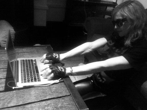 Promoción MDNA >> II - Página 3 Madonna+chat