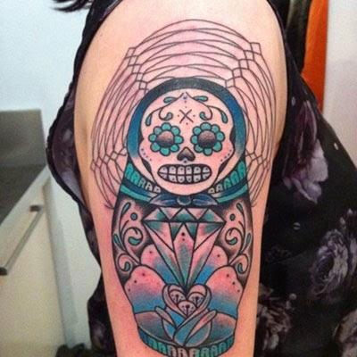 Tatuagem caveira mexicana boneca Matrioska
