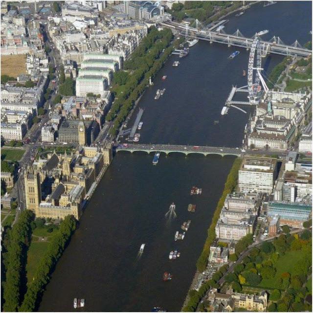 Vista desde el avion del Palacio de Westminster (Casas del Parlamento con su Torre del Reloj Big Ben), el RioTamesis y la noria The London Eye El Ojo de Londres