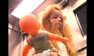 Brasil: Aterradora cámara oculta en ascensor muestra a niña fantasma (VIDEO)
