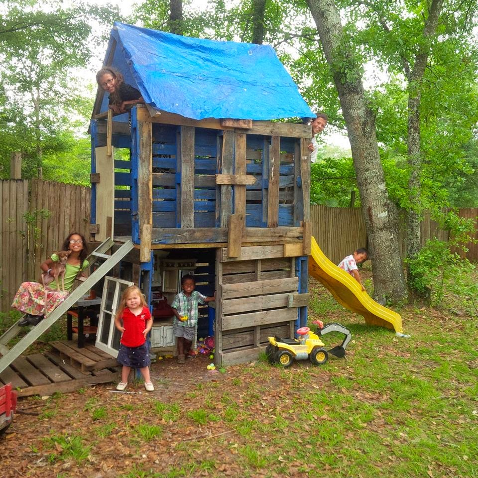 5 Kids 6 Months Thriftiness Diy Recycled Pallet Creations