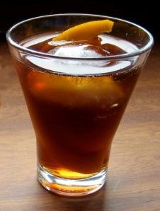 Vermut aroma assenzio for Manhattan cocktail storia