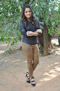 Actress Wamiqa latest glam pics 030.jpg