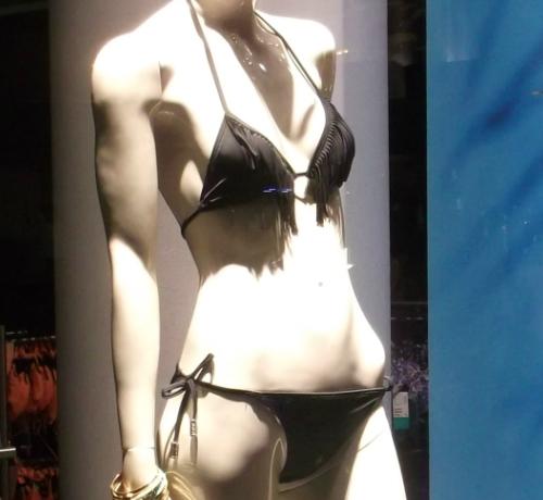 Fekete zsinóros bikini - bikini felső: nyakba kötős, rojtos díszítés - bikini alsó: oldalt kötős, masnis