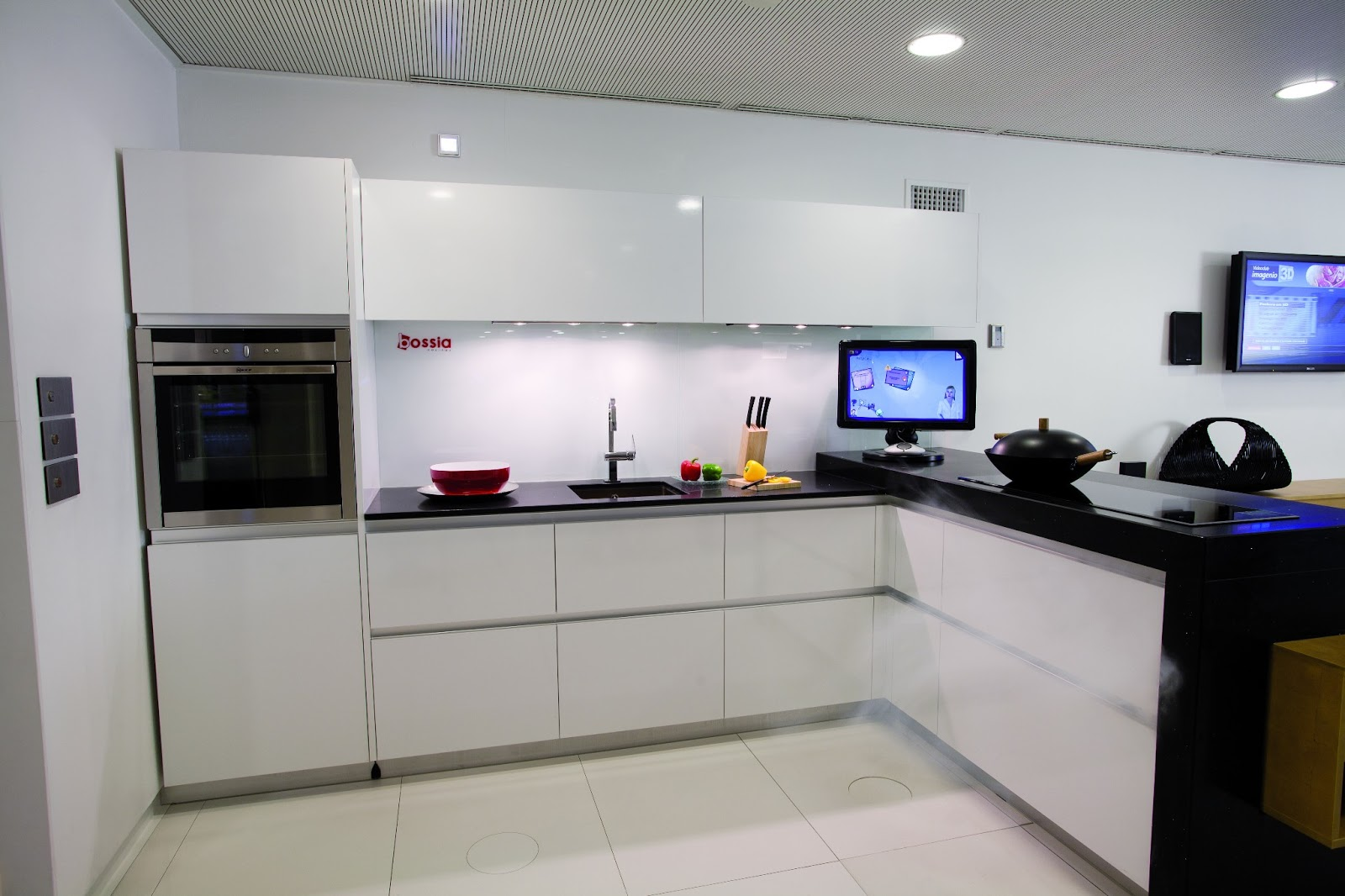 Cocinas integrales modernas grandes y cocina grande con - Cocinas modernas fotos ...