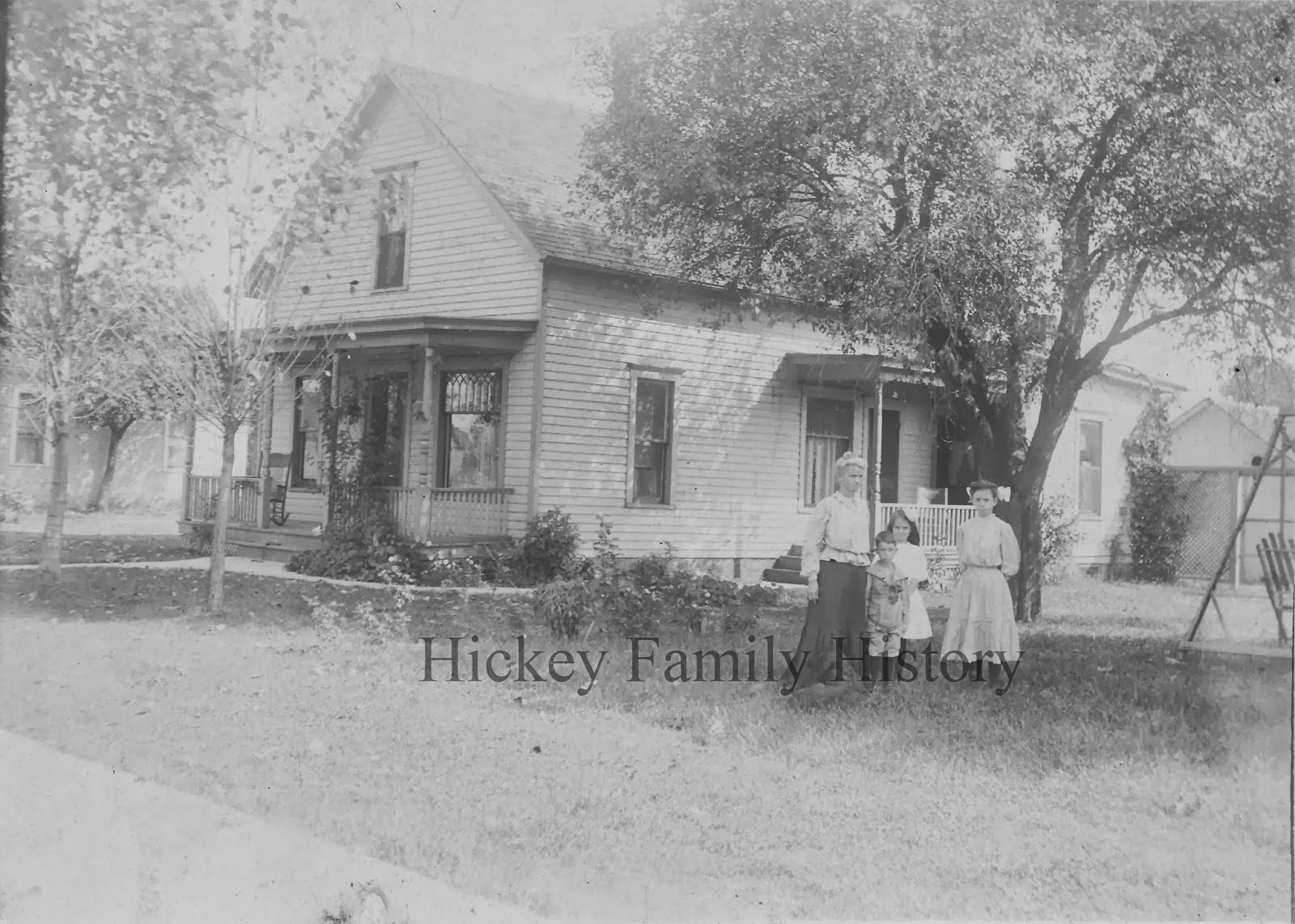 sarah hickey and children at 912 north lawrence street c 1907