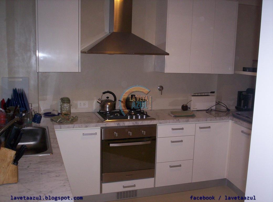La veta azul mueble cocina en laca blanca brillante - Mueble para horno ...