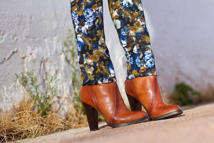 Botines de cuero marrones de Zara con panalones de neopreno