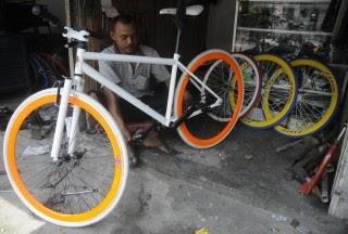 SELON BOYS: bagian-bagian sepeda fixie: merakit sendiri