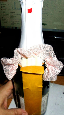 Дама в Розовом наряде. Этапы декорирования бутылочки игристого напитка
