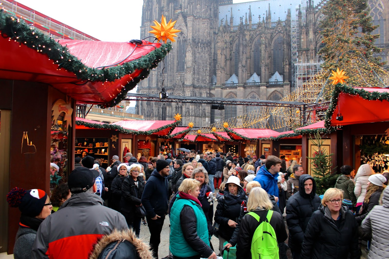 cologne cathedral christmas market 2015