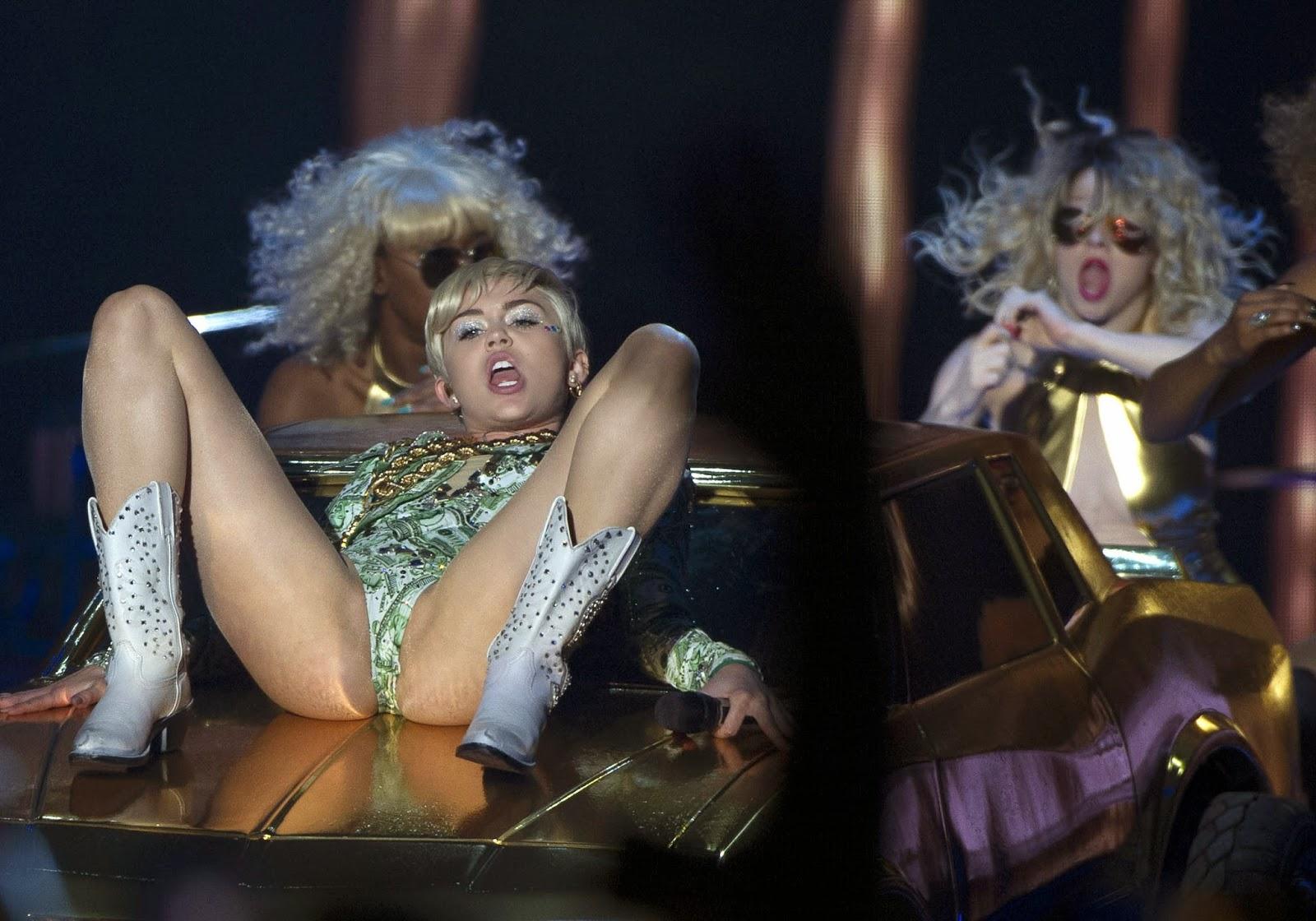 Miley cyrus coups de chatte