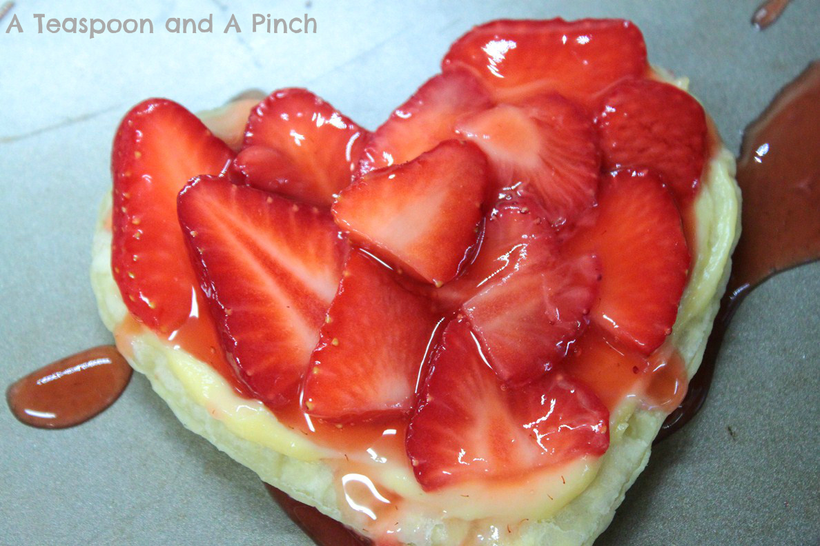 Teaspoon and A Pinch: Strawberries and Cream Valentine Tarts