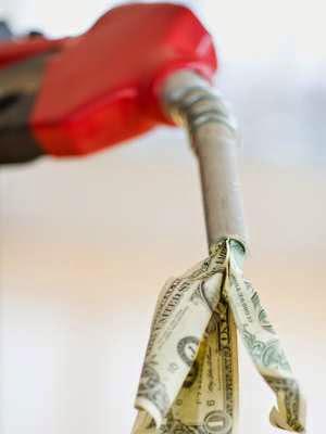Brasileiro está pagando mais caro pelo litro da gasolina do que no exterior