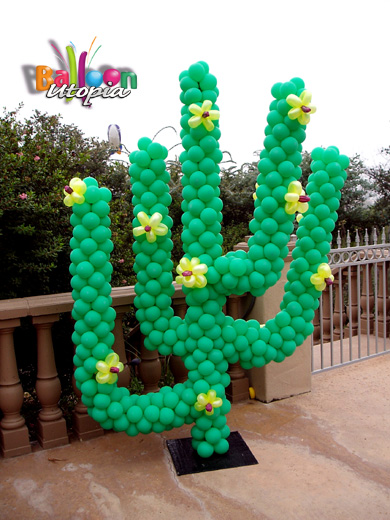 Outside the box make your own balloon poles for Cactus decoracion