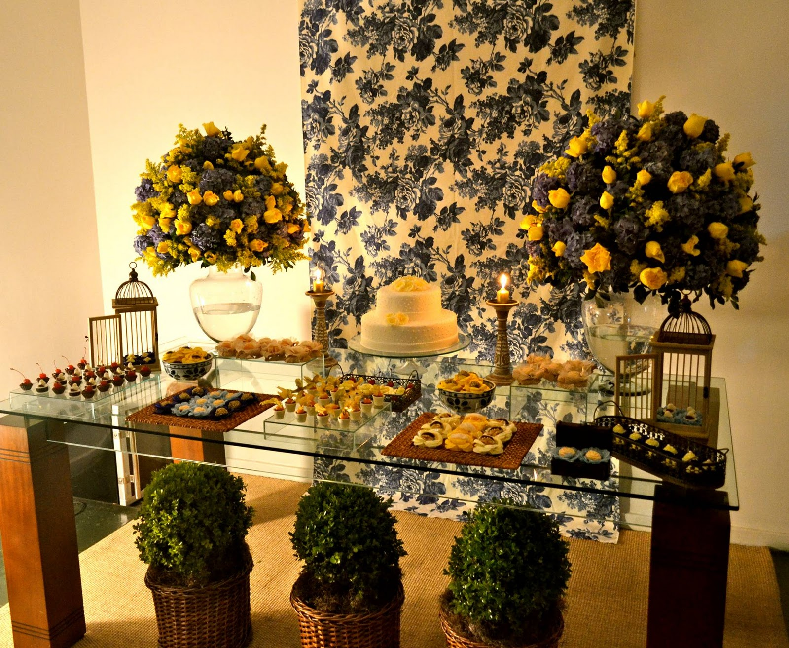 decoracao azul e amarelo casamento : decoracao azul e amarelo casamento:feira eu postarei fotos da mesa de caf e da estante de bem casados