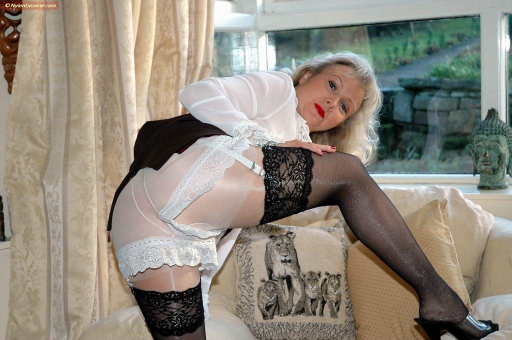Порно фото старушек в поясе для чулок 89916 фотография