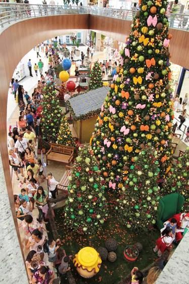 Personagens da Disney e árvore de 10 metros dão clima doce e infantil ao Natal do Boulevard São Gonçalo