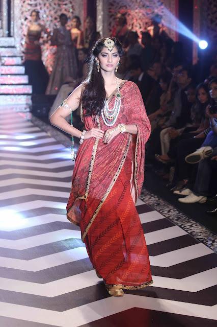 Bollywood Actress Sonam Kapoor Saree Photos