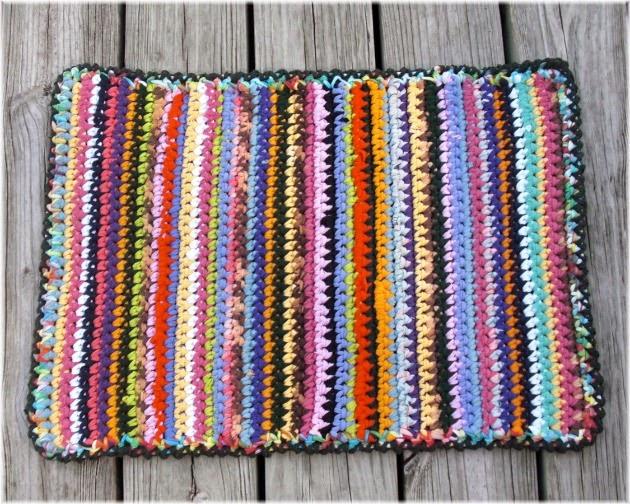 Creaciones capu alfombra con tela for Alfombras artesanales tejidas a mano