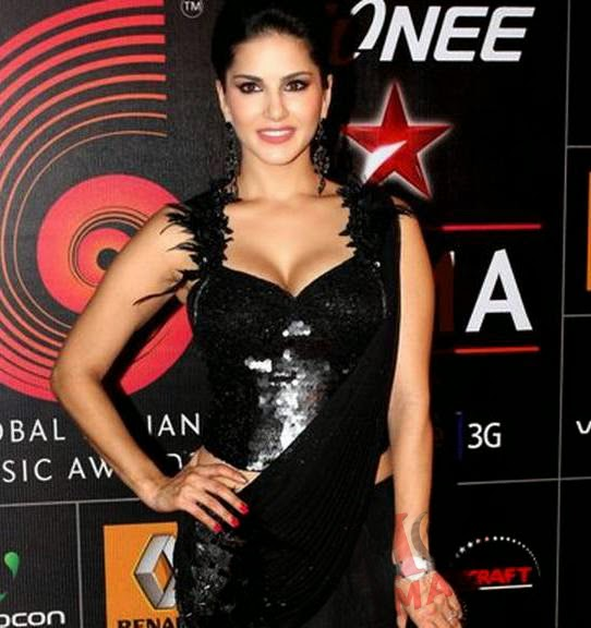 sunny leone hot cleavage in black saree