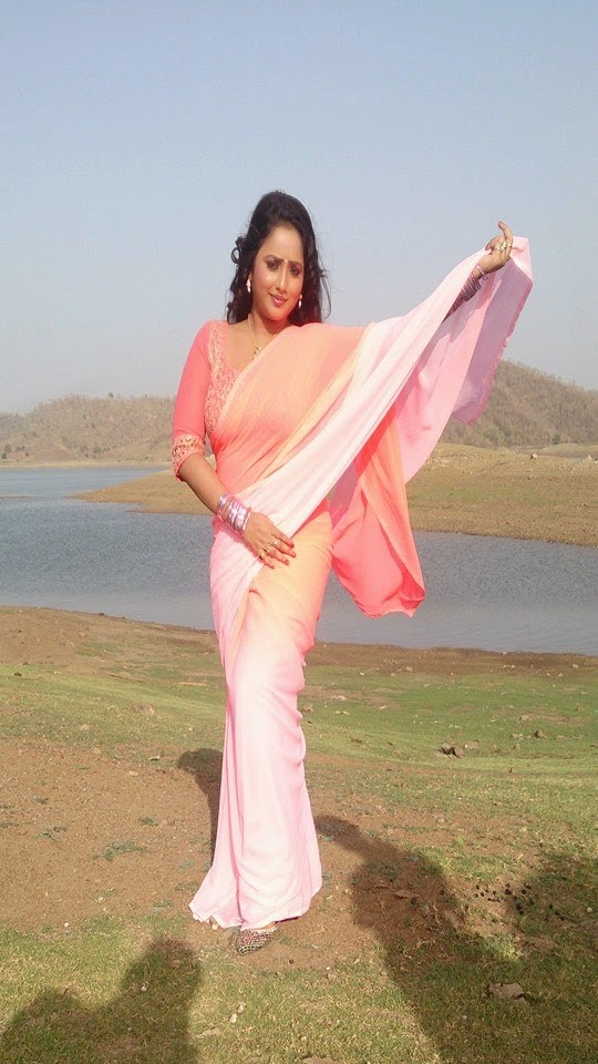 "Rani Chatterjee Rani in Shari shooting Upcoming film ""Jaanam"" photo 2"
