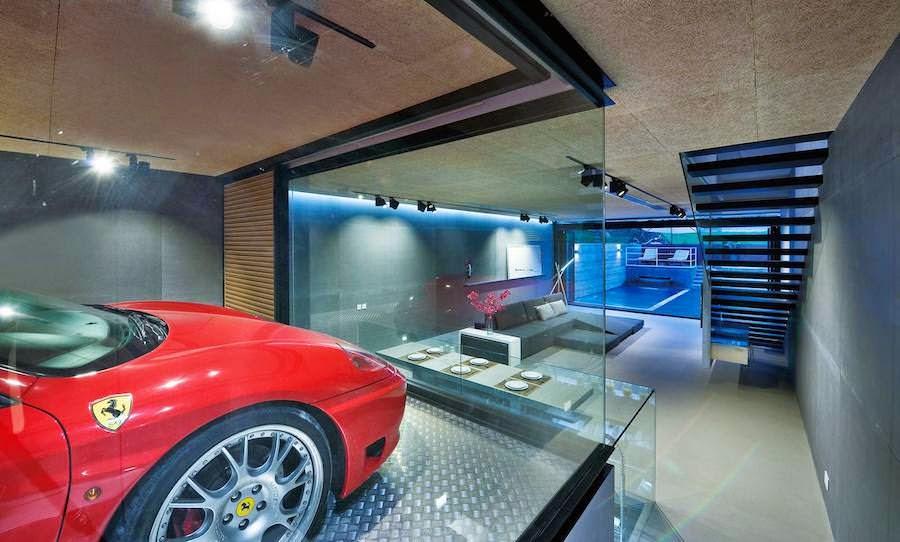 ガラス張りのガレージにフェラーリ!香港の高級ガレージハウスがカッコいい