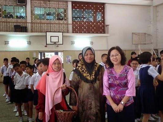 感谢Kak Dayang(食堂经营者)不分种族和宗教地给予所有学生开斋节红包。开斋节快乐!