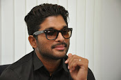 Allu Arjun Birthday Celebrations 2015-thumbnail-8