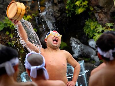Ritual Unik Di Jepang Mandi Dengan Air Es