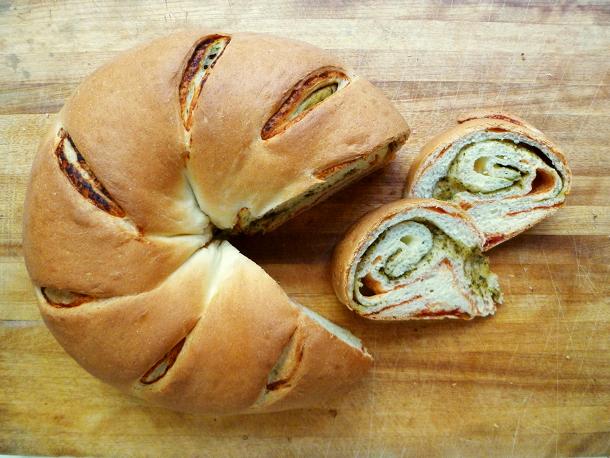 Cookistry: Tomato-Pesto Swirl Bread