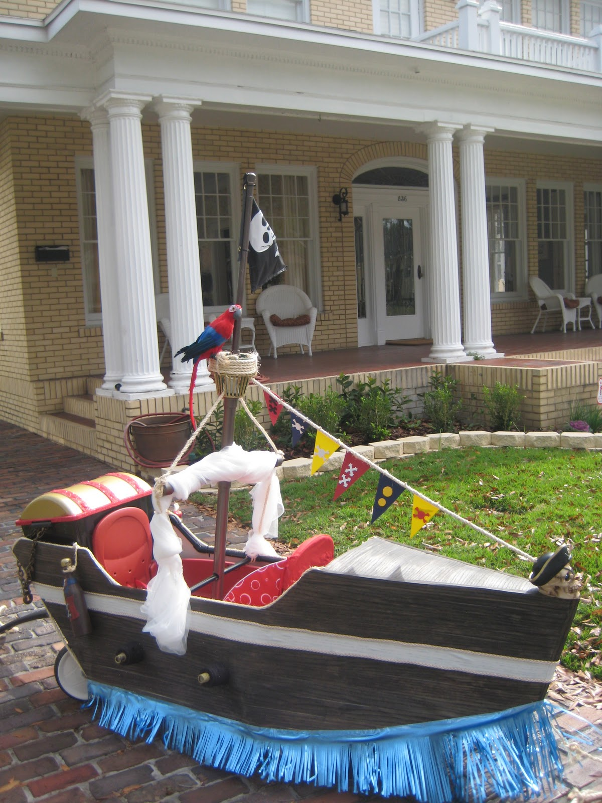 A pirates ship with wheels for Fantasy Fest Parade | Getting To ...
