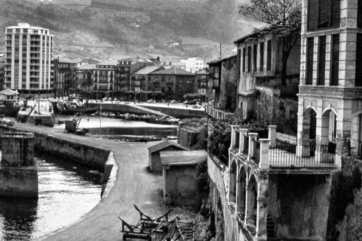 Fotos antiguas de castro urdiales rincones desaparecidos for Calle jardines bilbao