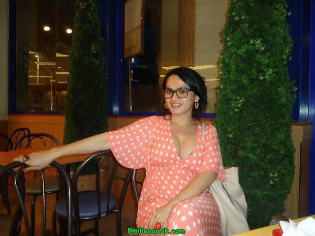 Mami Indri Masih Hot dan Seksi Abis