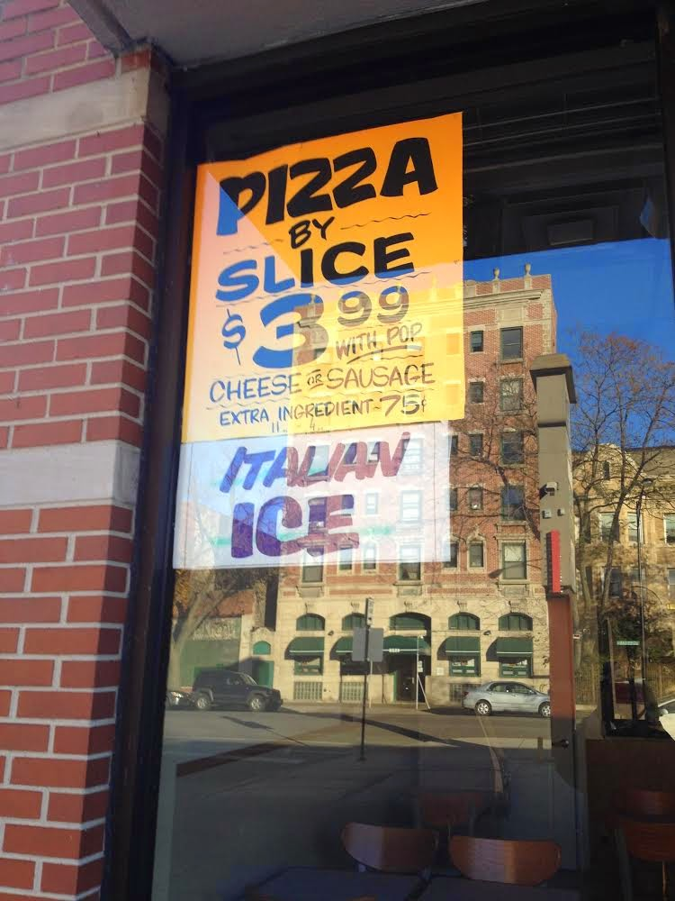 Pizza storefront in Chicago Uptown neighborhood