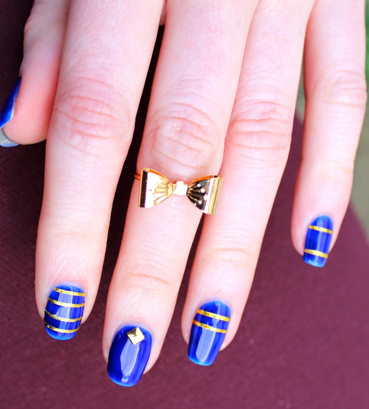 goldfingers nail art bijoux sur du bleu majorelle. Black Bedroom Furniture Sets. Home Design Ideas