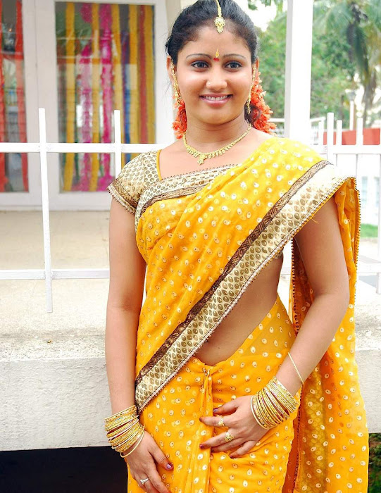 amrutha valli beautiful saree latest photos