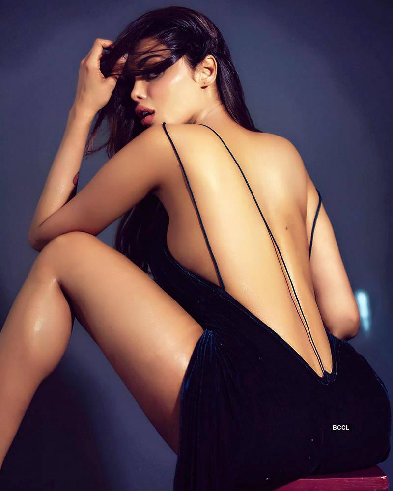 nackt Thakral Gizele Sexy Photos: