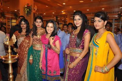 ritu barmecha at india shopping mall cute stills