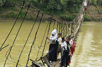 jembatan gantung di Lebak