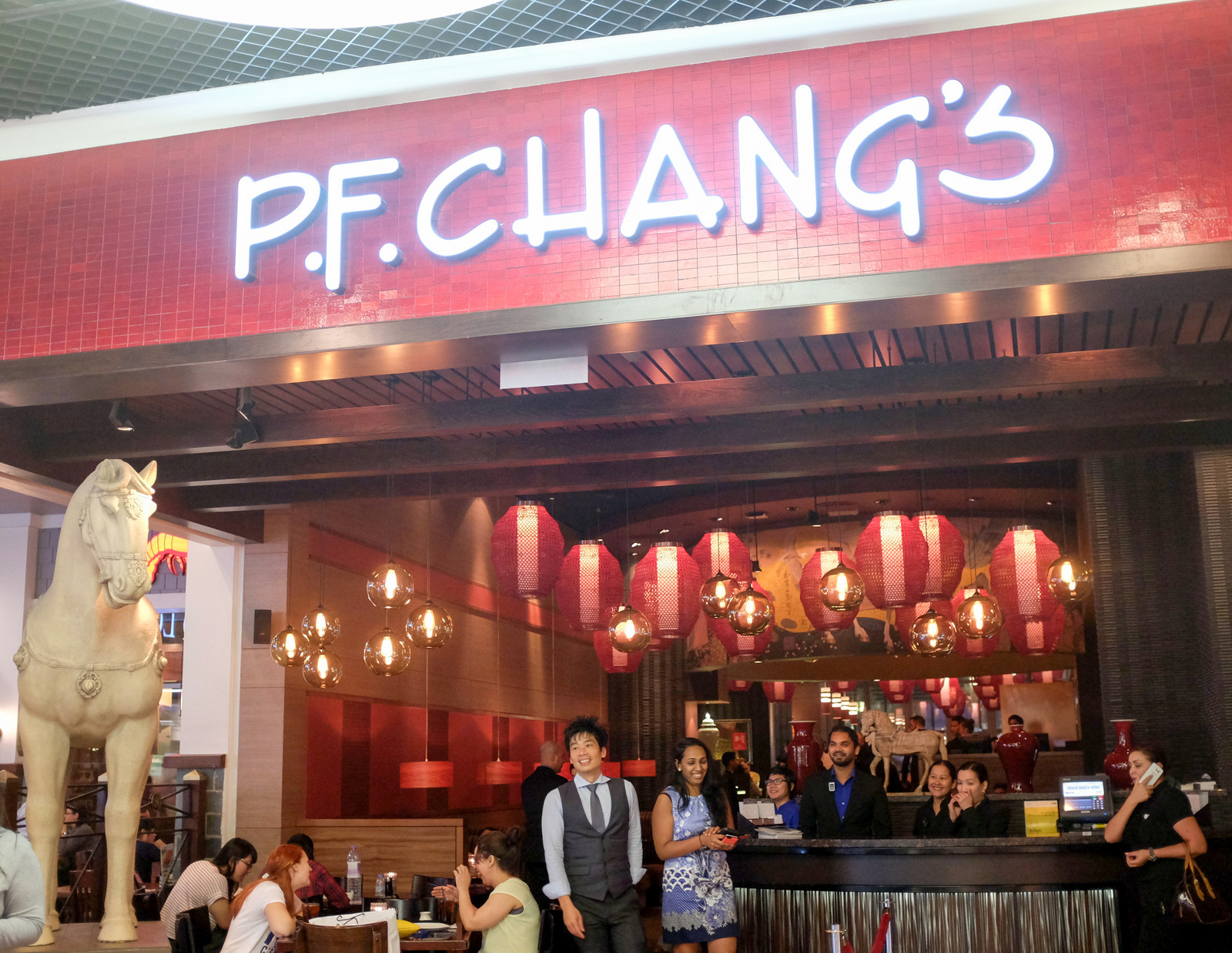 eat drink kl p f chang s dubai mall american chinese cuisine might not sound like the most appealing or assuring concept for purists and conservatives who ve been raised on recipes that are