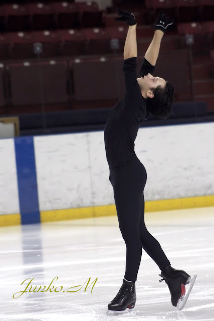 Johnny Weir. Photo © Junko Mi @ Binky's Johnny Weir Blog.