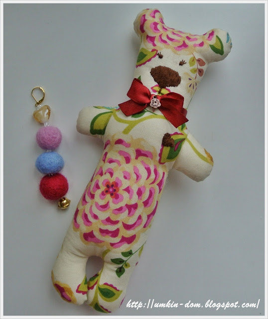 мишка-мама и ее игрушка