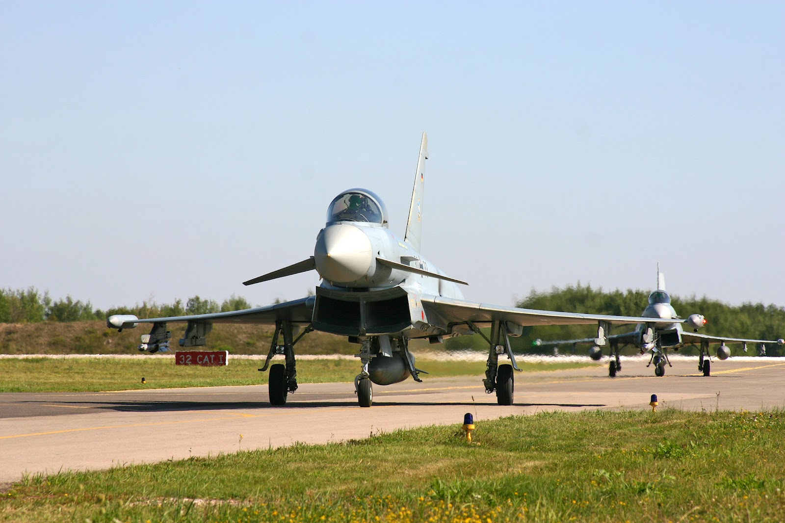 http://1.bp.blogspot.com/-mpxexNxYo48/T6ppVdKM4eI/AAAAAAAAIFI/W1uxfQ24-Os/s1600/eurofighter_typhoon_german_air_force.jpg