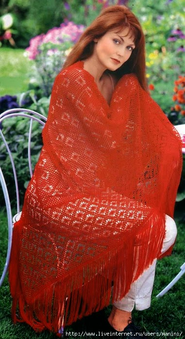 Hermoso chal triangular rojo