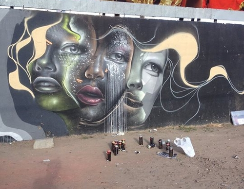 11-Aqi Luciano-Street-Art-Paintings-with-Expressions-that-Talk-www-designstack-co