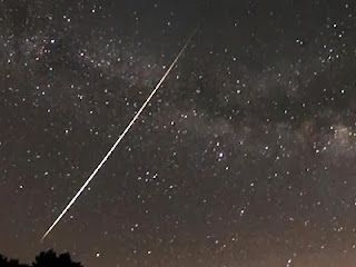Hujan meteor (Foto Brian Emfinger)