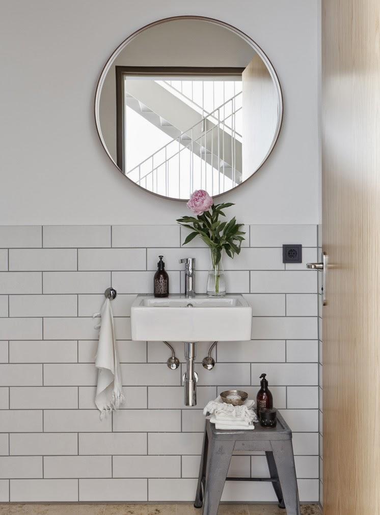 t d c round mirrors. Black Bedroom Furniture Sets. Home Design Ideas